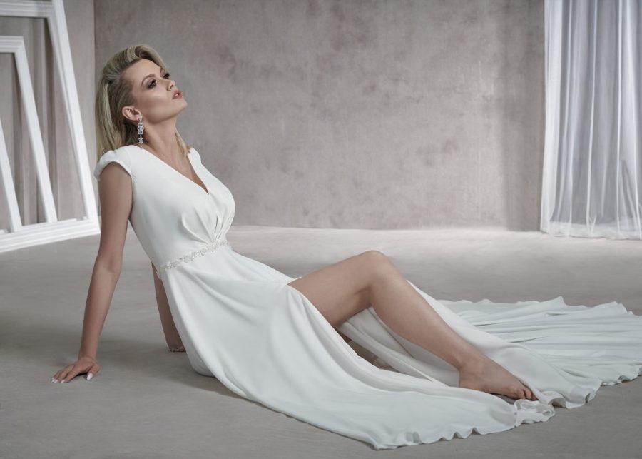 Prosta suknia ślubna bez zdobień